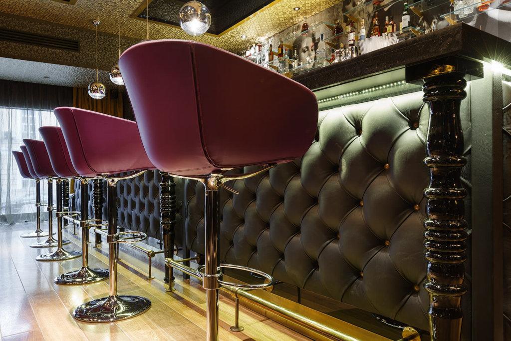 роскошная барная стойка с каретной стяжкой фото