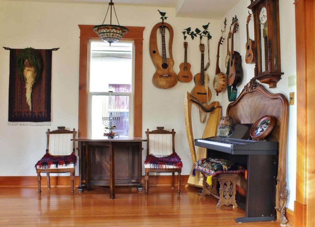 музыкальные инструменты в интерьере гостиной фото