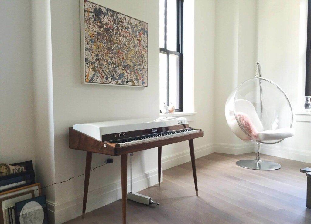 пианино в современной гостиной фото