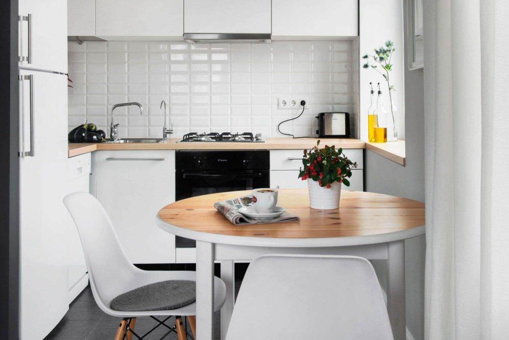 белая кухня дизайн для 6 кв м